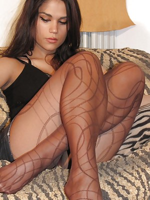 Hot brunette in pantyhose show off her perfect soles