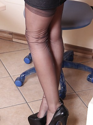 Gorgeous redhead secretary show off her perfect soles and feet